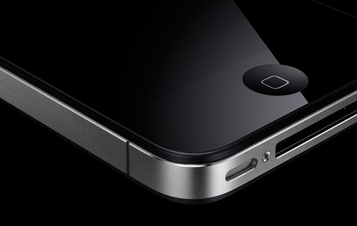 Does the iPhone 4 really have an antenna issue? Header Photo