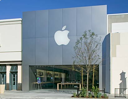 Chula Vista, California Apple Store robbery ends in gun battle; robber killed by security guard