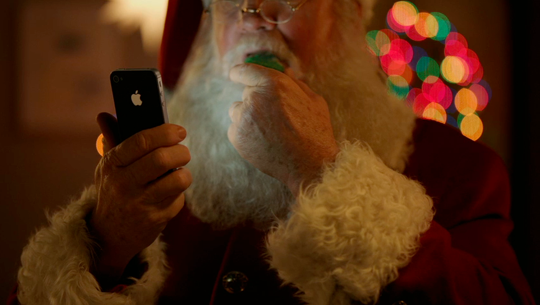 New Apple iPhone 4S Santa ad is adorable