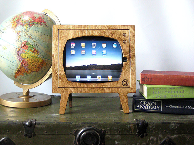 Keep it Retro With This Adorable iPad Stand