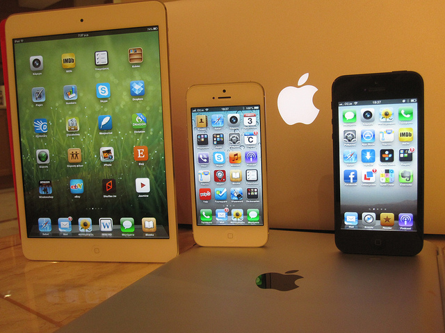 iPad Mini, iPhone 5 White & Black, iPad 3.