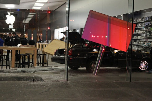 Car Smashes Into Chicago Apple Store