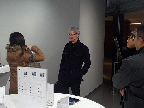 Apple CEO, Tim Cook, Pops Up At Apple Reseller In China, Takes Photos With Staff