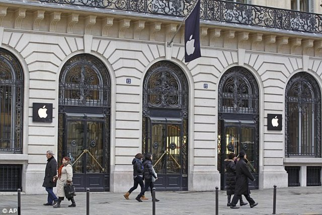 Armed Robbers Invade Paris Apple Store And Take £1million Of Product