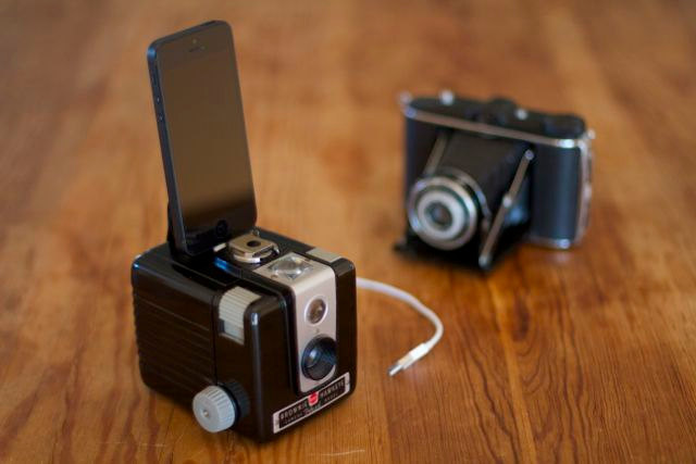 Display Your iPhone In Retro Style With This Camera Dock
