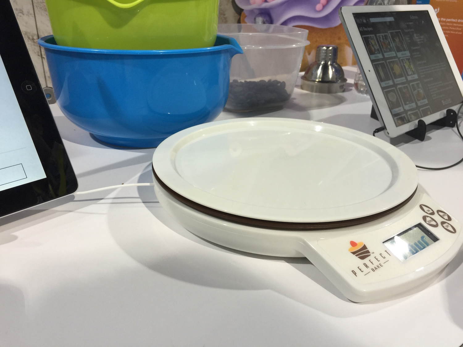 Ces 2015 in pictures gadget makers want to make your life for Perfect bake scale system