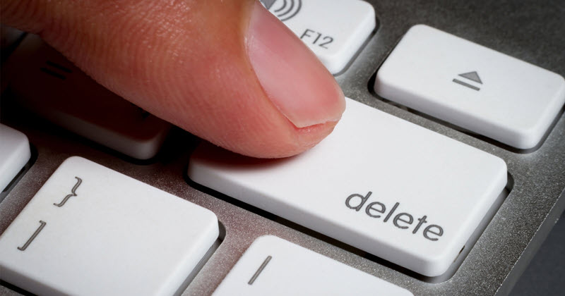 Deleting files vs formatting